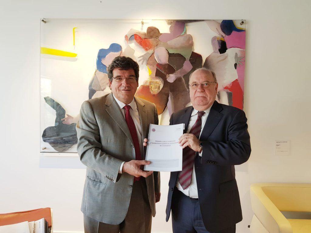 José Luis Escrivá, presidente de la AIReF, junto a Juan José Sota, consejero de Economía, Hacienda y Empleo de Cantabria.
