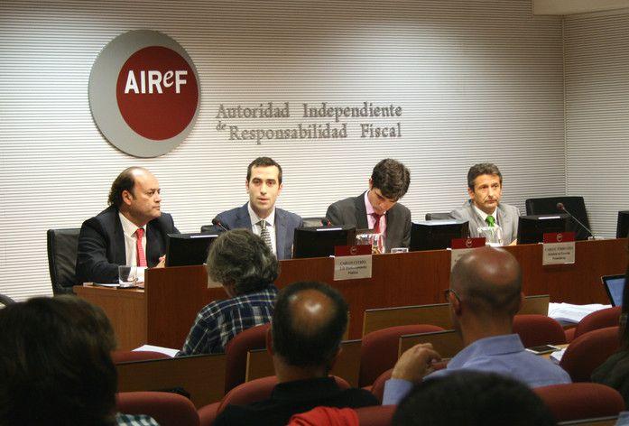 Rueda de prensa en la AIReF