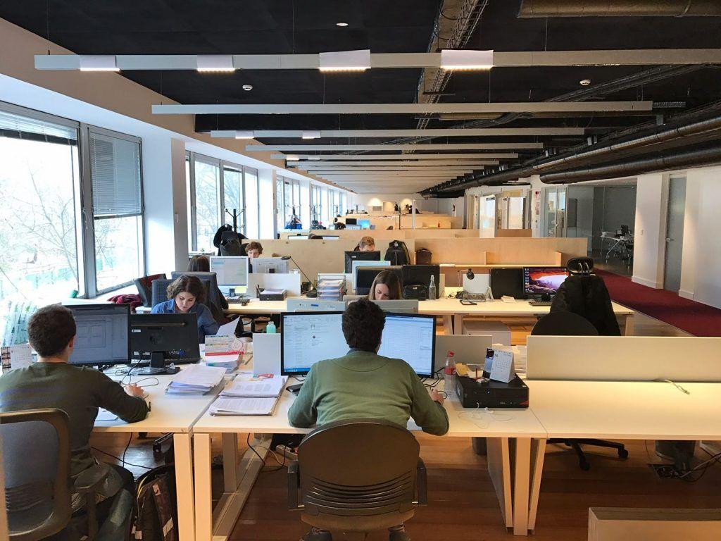 El interior de la AIReF, durante una jornada de trabajo