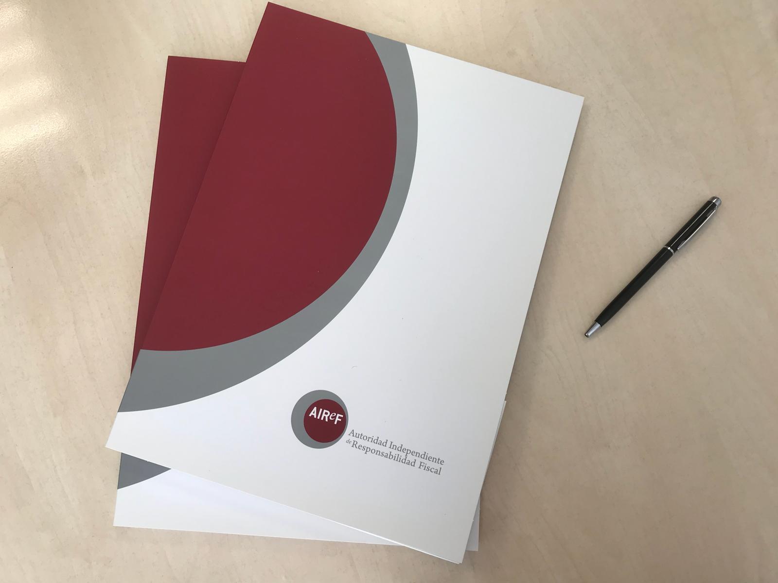 Varios cuadernos de la AIReF