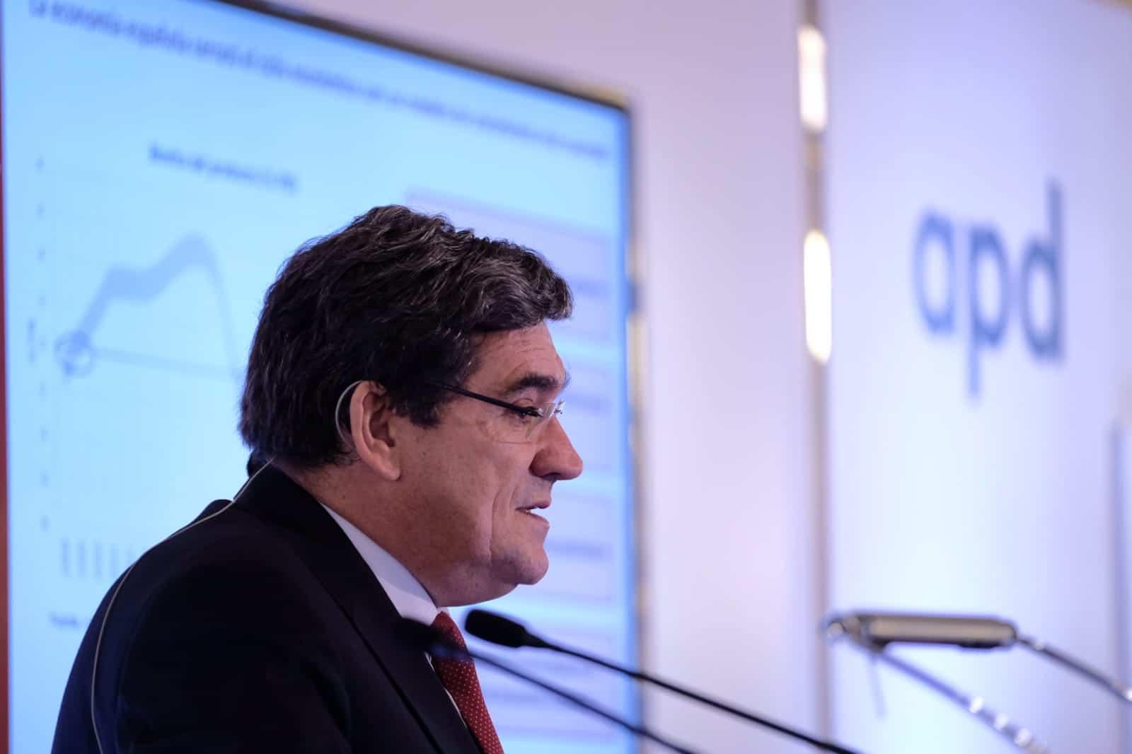 El presidente de la AIReF, José Luis Escrivá, en las jornadas de APD en Canarias