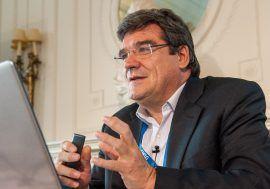 José Luis Escrivá analiza la sostenibilidad de las cuentas públicas en un curso organizado en el Centro Mediterráneo de la Universidad de Granada