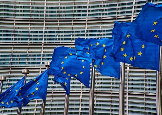 Varias banderas de la Unión Europea ondean en Bruselas.