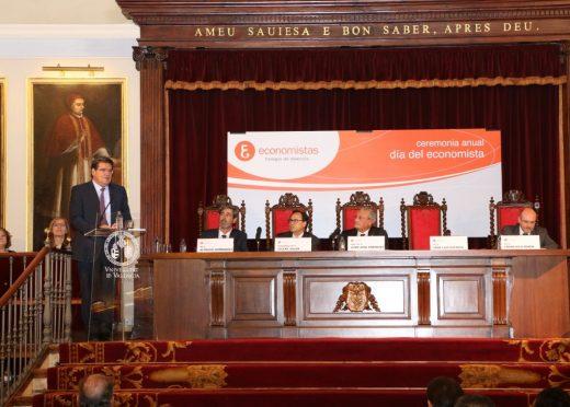 José Luis Escrivá imparte una conferencia en el Colegio de Economistas de Valencia