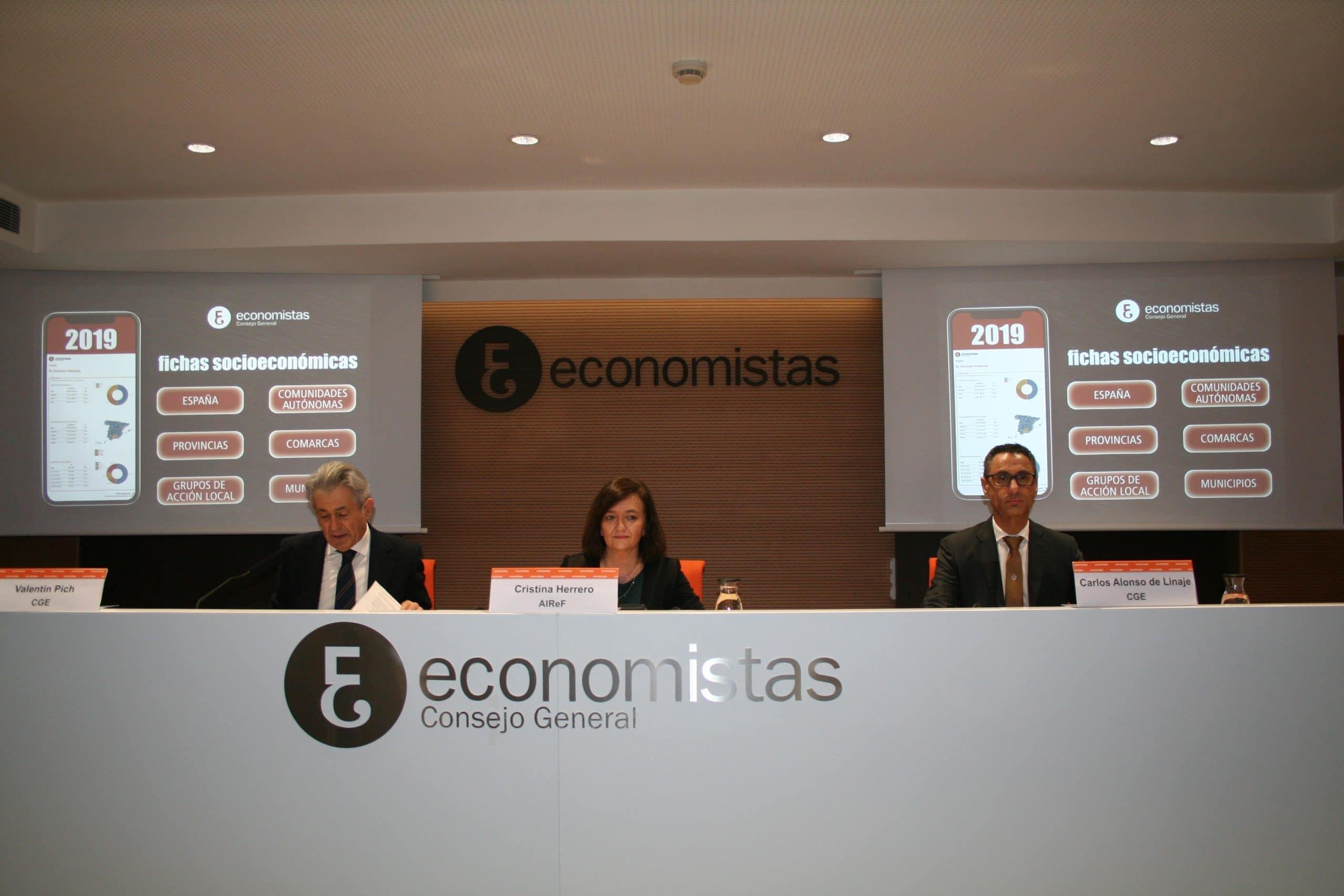 La presidenta de la AIReF, Cristina Herrero, en el Consejo de Economistas