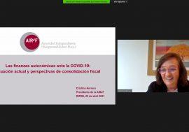 Cristina Herrero advierte de la necesidad de una estrategia fiscal a medio plazo para abordar los riesgos que afectan a la sostenibilidad de las CCAA